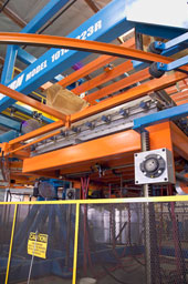 Blue Orange Large Part Manufacturing Machinery Thermoforming Pressure Forming